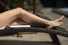 Piedi sexy della donna, all'aperto Fotografie Stock Libere da Diritti