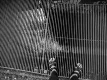 Piedi sulla griglia Fotografia Stock