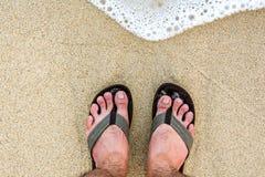 Piedi sulla sabbia e sul mare Immagine Stock