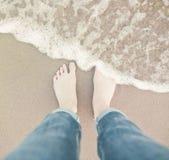 Piedi sulla spiaggia Immagine Stock