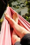 Piedi in un hammock fotografia stock libera da diritti