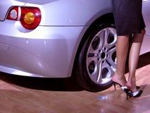 Piedini & automobile sexy Fotografia Stock Libera da Diritti