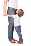 Piedini della madre di abbraccio della ragazza Fotografie Stock Libere da Diritti