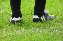 Piedini di gioco del calcio Immagine Stock