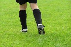 Piedini di gioco del calcio fotografia stock