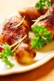 Piedini di pollo arrostiti su una zolla Immagini Stock Libere da Diritti