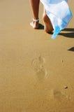 Piedini su una spiaggia fotografia stock
