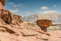 Piedra única en el parque geológico Timna imagen de archivo libre de regalías
