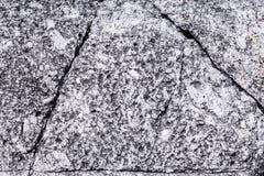 Piedra agrietada del granito en la forma del triángulo Imagen de archivo