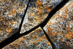 Piedra antigua de la grieta imagenes de archivo