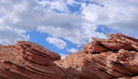 Piedra arenisca contra el cielo Imagen de archivo libre de regalías