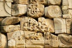 Piedra arenisca que talla con adornos religiosos en las ruinas del templo hindú en el parque histórico Prasat Hin Phimai de Phima Imagen de archivo