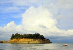 Piedra arenisca y nube de Sidari imágenes de archivo libres de regalías
