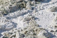 Piedra caliza en agua difundida de la luz natural Fotos de archivo