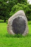 Piedra conmemorativa en blanco, parque Imágenes de archivo libres de regalías