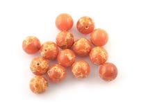 Piedra de gema anaranjada de Variscite de la roca mineral aislada en el fondo blanco Foto de archivo libre de regalías
