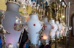 Piedra de lámparas que untan en la iglesia de Santo Sepulcro en Jerusalén fotografía de archivo libre de regalías