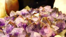 Piedra de la amatista con los cristales grandes almacen de video