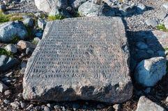 Piedra de la negociación en la costa de Solovki Imágenes de archivo libres de regalías