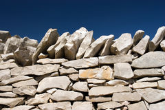 Piedra de la pila en el cielo azul Imágenes de archivo libres de regalías