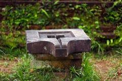 Piedra de Lingam Shiva para la adoración en templos hindúes Imágenes de archivo libres de regalías