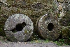 piedra de molino vieja agradable Foto de archivo libre de regalías