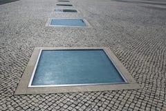 Piedra de pavimentación con las lámparas Imagen de archivo libre de regalías