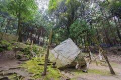 Piedra del encantamiento, capilla de Shirahige fotografía de archivo