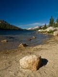 Piedra del parque de Yosemite del lago Fotos de archivo