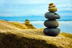 Piedra del zen empilada junto Fotos de archivo