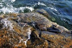 Piedra en el mar Imagenes de archivo