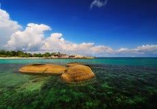 Piedra en el mar Fotografía de archivo libre de regalías