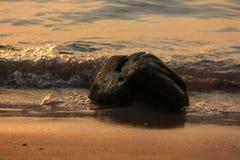 Piedra en el océano Foto de archivo libre de regalías