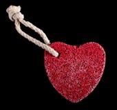 Piedra en forma de corazón roja con la cuerda Foto de archivo libre de regalías