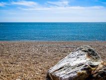 Piedra en la costa de mar Fotos de archivo libres de regalías