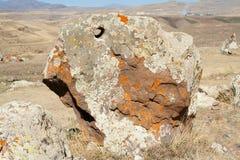 Piedra grande con un agujero Zorats Karer Foto de archivo