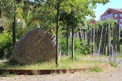 Piedra histórica de la runa en el castillo en Trelleborg, Suecia imagenes de archivo