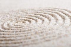 Piedra japonesa de la meditación del jardín del zen para la arena de la concentración y de la relajación y roca para la armonía y Imagen de archivo