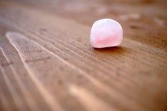 Piedra lisa del cuarzo rosado Fotografía de archivo