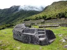 Piedra para los rituales y los sacrificios en Machu Picchu imagen de archivo