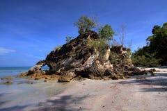 Piedra pintoresca en la isla Fotografía de archivo