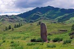 Piedra sagrada en un valle de la montaña Imagenes de archivo