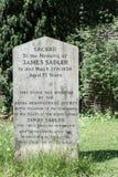 Piedra sepulcral conmemorativa de James Sadler fotos de archivo libres de regalías