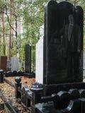Piedra sepulcral grabada laser en el cementerio ruso en Ekaterimburgo Foto de archivo