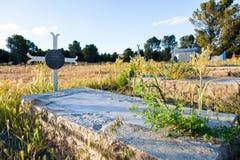 Piedra sepulcral vieja de la vuelta del centrury Imagenes de archivo