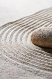 Piedra texturizada en las ondas para el concepto de relajación Fotos de archivo libres de regalías