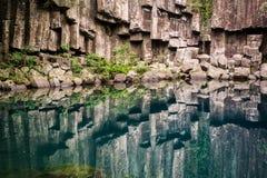 Piedra y luz del agua fotografía de archivo libre de regalías