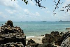 Piedra y mar grandes Imágenes de archivo libres de regalías