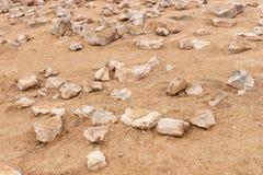 Piedras acentuadas en la arena Imágenes de archivo libres de regalías