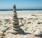 Piedras apiladas por el océano Foto de archivo libre de regalías